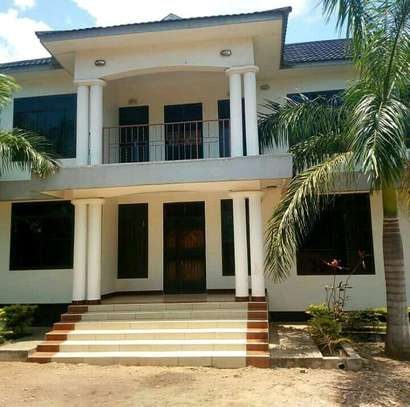 Nice 5Bdrm House in Madale Center