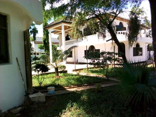 5bed house at mikocheni $2500pm image 6
