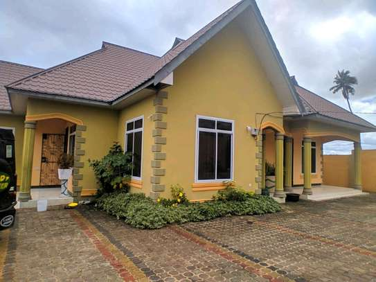 4BEDROOMS HOUSE 4SALE TSHS180MLN AT KIGAMBONI image 8