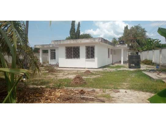 4bed house  wit big compound at mikocheni a $800pm i deal for office image 5