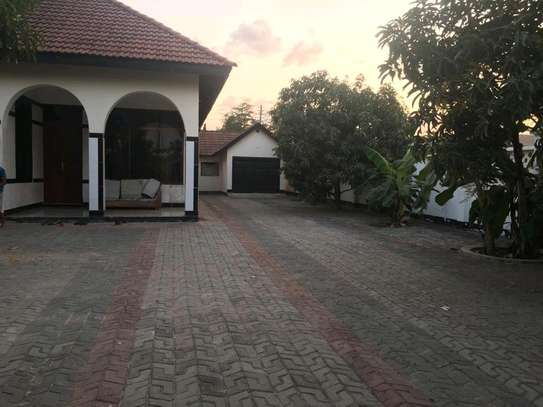 5 Bdrm House in Mbezi Beach Shoppers image 2