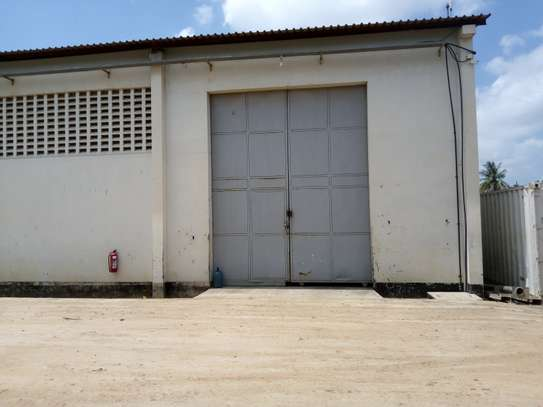 500 square meter warehouse for rent image 2