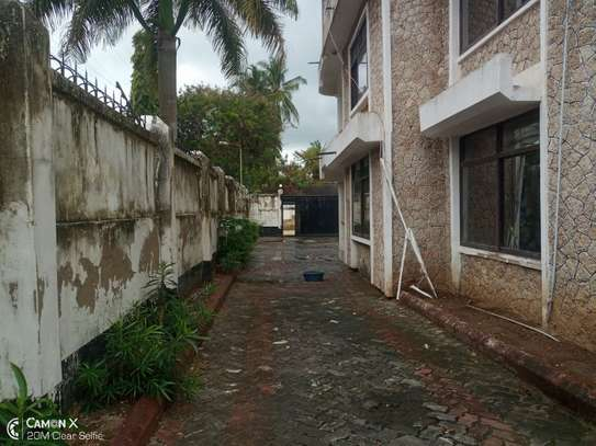 5bed house at mikocheni a $1000pm  big compound image 2