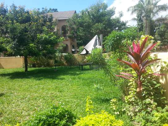 4 Bedrooms Large House In A Small Gated Community In Oysterbay