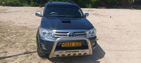 2010 Toyota Fortuner image 1