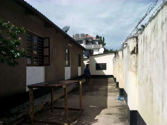 3bed house at msasani tsh 800,000 walking distance to the beach image 5