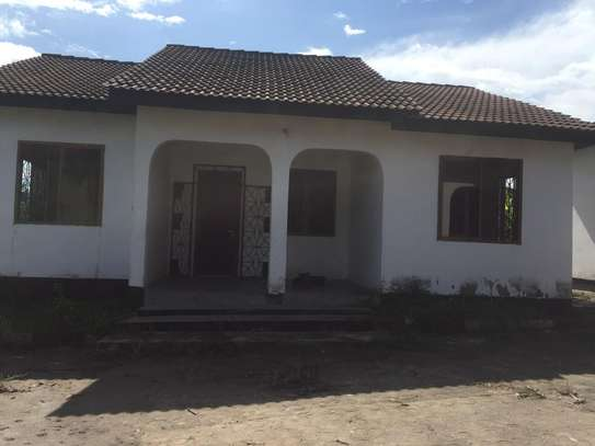 House for rent, location Gmboto station (15 min from Gmboto bus stop)