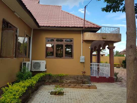 5 Bed Room Bungalow for rent in Dodoma town- Multipurpose. image 4