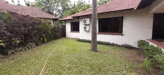 4 bedrooms Home In Oysterbay For Rent image 5