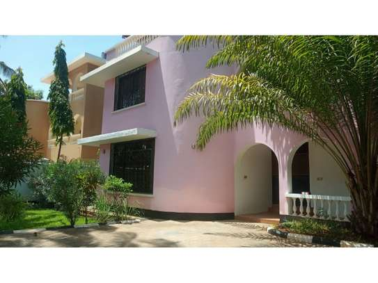 5bed town house bohara at msasani$1000pm
