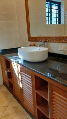 3 Bedrooms Bungalow In A Compound For Rent In Oysterbay image 7