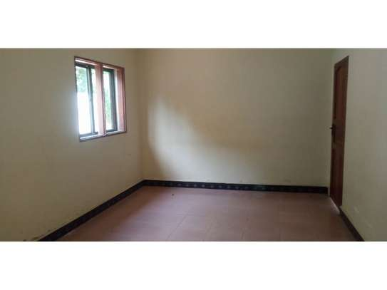 4bed house i deal for office along haileselasie rd masaki $2500pm image 2