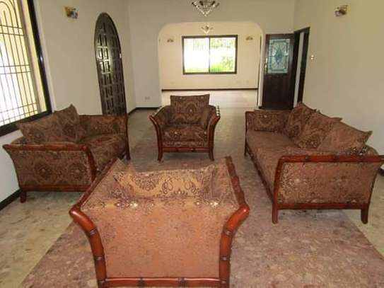 8 Bedrooms Bungalow House for Residential / Commercial Uses in off Oysterbay Ada Estate image 2