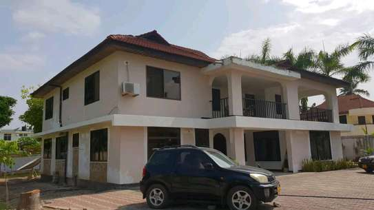 5 bdrm House For Sale in Mikocheni Sqm2000. image 3