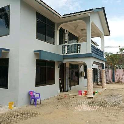 6 Bedroom House Mbezi Beach image 3