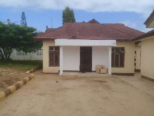 2 in 1 House for sale Ununio image 3
