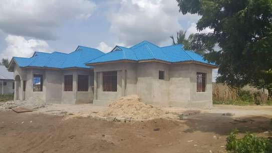 4 bedrooms house for sell ( Azam Complex)