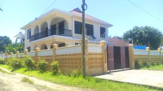 4 bed room house at mbez beach zena kawawa TSH 1.3million image 10