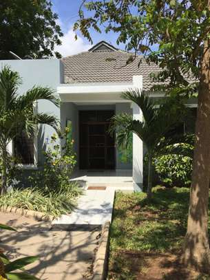 4 Bedrooms Pool House For Rent in Oysterbay image 3