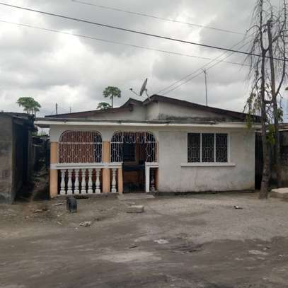 2 house for sale at air port  banana the house with title deed image 1