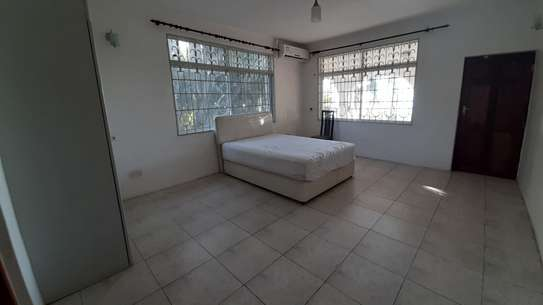 4 Bedrooms Beach House For Rent in Msasani Peninsula image 10