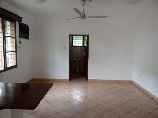 4 bed room house for rent at victoria image 7