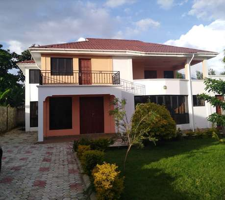 6BEDROOMS NICE HOUSE AT SAKINA AREA FOR RENT image 1