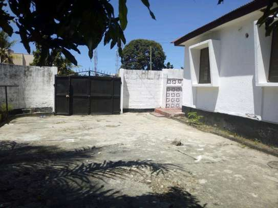 3bedroom house in kinondoni block 41 to let. image 3
