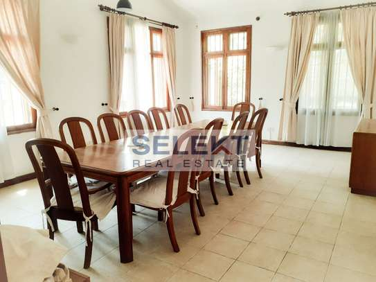 Well-maintained 4 Bedrooms Standalone House In Oyster-bay image 4