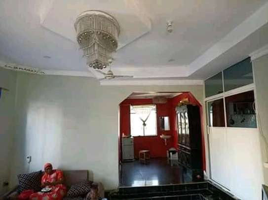 3 bedrooms spacious House going cheap at Mbagala CHAMAZI image 6