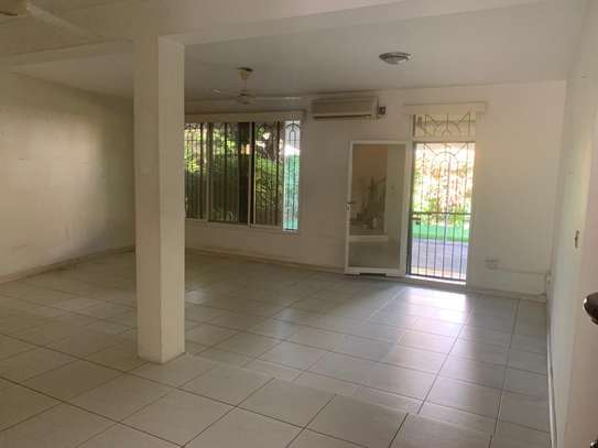 Furnished 4 bedrooms Villa for rent at Oysterbay image 4