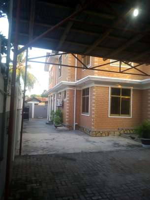 7 bedrooms House/Office to let at MAKUMBUSHO near Millennium Towered image 5