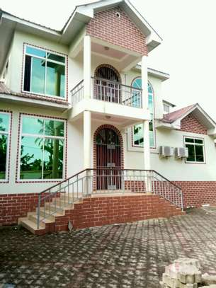 Nice House for Rent image 2