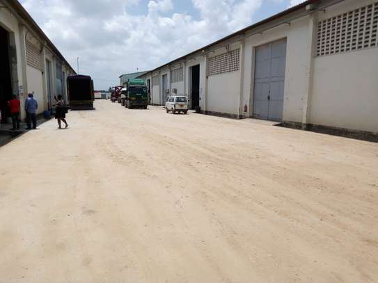 500 square meter warehouse for rent image 1