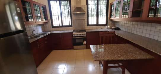 4 bedrooms Home In Oysterbay For Rent image 13
