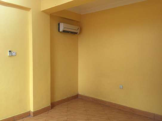 3 bedrooms apartments (kariakoo ) for rent NEW image 8
