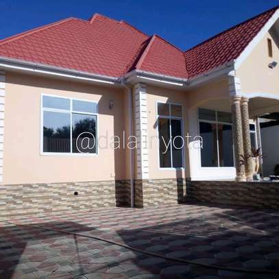 BEAUTY HOUSE FOR RENT STAND ALONE image 2