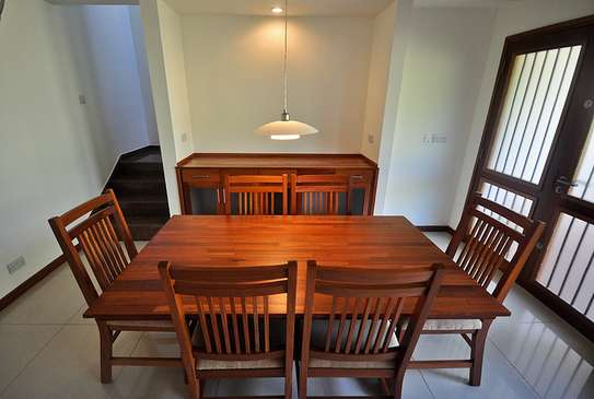 4 Bdrm Splendid House in Oysterbay image 3