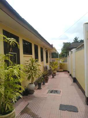 3 Bdrm House for rent Full Furnished. image 3