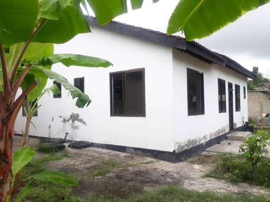 House for rent, location Gmboto station (15 min from Gmboto bus stop) image 4