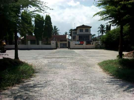 3bed house for office  along main rd at mikocheni a
