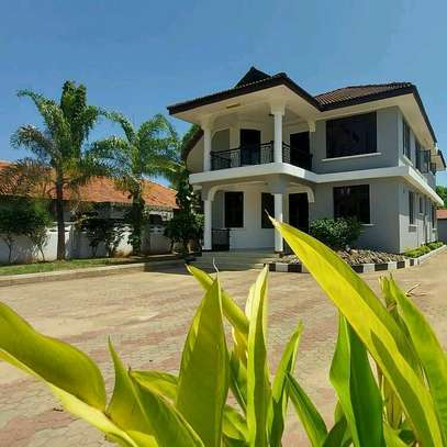 a 5bedrooms bangalow is for SALE at bahari beach image 1