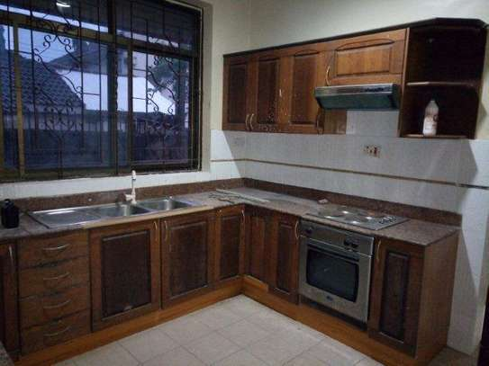 4bed house at avacado  $1000pm with big compound on tarmarc image 11