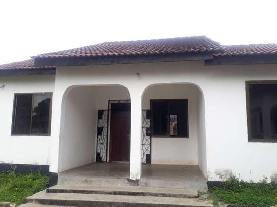 House for rent, location Gmboto station (15 min from Gmboto bus stop) image 2