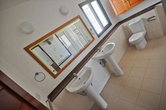 4 Bedrooms House in Compound in Oysterbay For Rent image 4