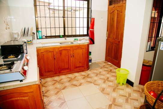 Stylish and cozy 3 bedroom apartment in Arusha image 6