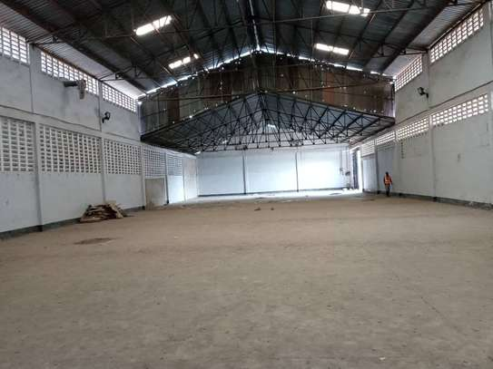 882 SQM Warehouse For Rent image 1