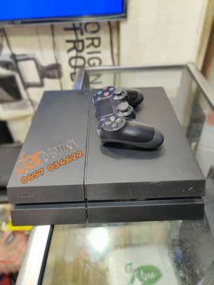 Ps 4  machine   /play station 4 image 1