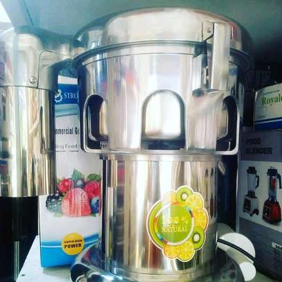 Electric commercial juicer machine...1,250,000/= image 1