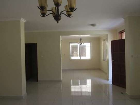 4 Bedrooms Executive Villa House in Oysterbay image 5